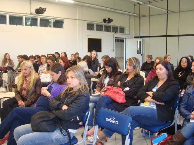 Debate sobre obra: Escola e democracia e Filme: Sorriso de Monalisa em São Lourenço do Oeste