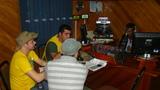 Estudante Marcos do curso de Direito (Uno) e estudante Ranyere do  curso de Biologia (USS) na rádio Fm Vitória do Jari fazendo divulgação das atividades do Rondon.