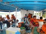 Rondonistas no barco com destino a cachoeira Santo Antônio.