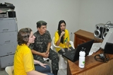 Na rádio comunitária, gravação do programa do Projeto Rondon