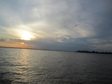 último por de sol no rio Amazonas