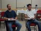 <p>Elton Chitolina, da Isthmus e Mateus Biolo   D'Agostini, da Extremecode, concentrados no curso</p>