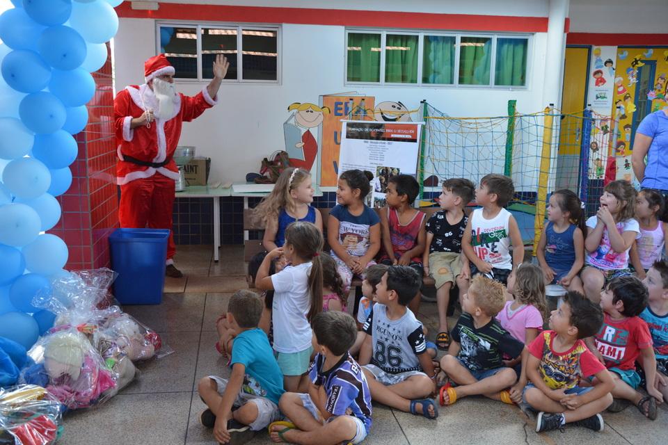 <p>Na &uacute;ltima quarta-feira (13/12), o Papai Noel da Uno entregou presentes no Ceim Crian&ccedil;a Feliz, no bairro Vila P&aacute;scoa</p>