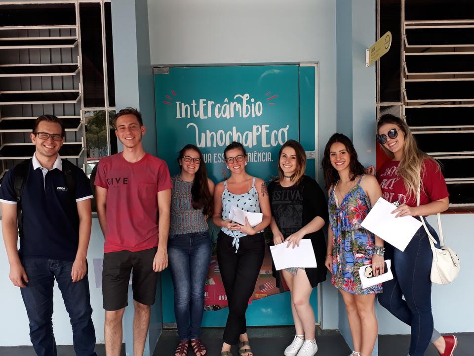 <p>Onze estudantes da Unochapec&oacute; se preparam para passar seis meses estudando fora do Brasil</p>