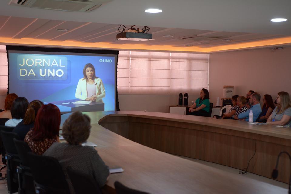 <p>TV Uno estreou na última sexta-feira (29/03) com o Jornal da Uno</p>