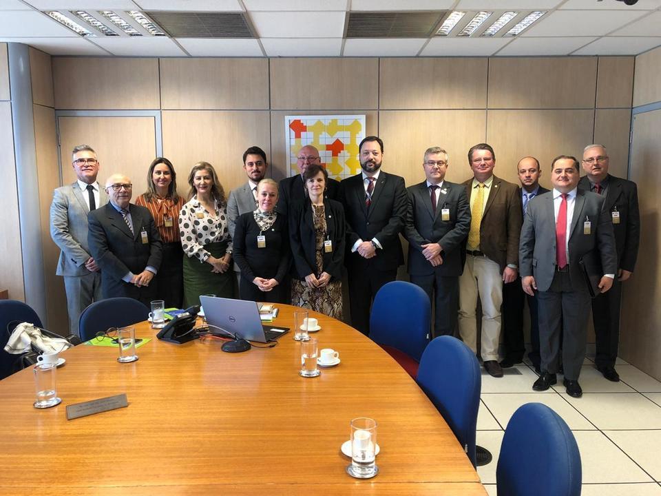 <p>Entre os dias 08 e 10 de julho, o reitor da Unochapecó e presidente da Acafe, professor Claudio Jacoski, realizou uma viagem para Brasília, juntamente com uma comitiva da Associação</p>