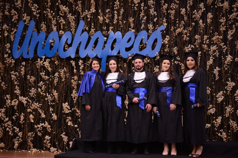 <p>A Formatura Institucional dos cursos da Área de Ciências Sociais Aplicadas foi realizada ontem (21/08), no Sãlao Nobre da Unochapecó.</p>