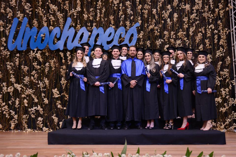 <p>A Formatura Institucional dos cursos da Área de Ciências Exatas e Ambientais foi realizada na terça-feira (20/08), no Sãlao Nobre da Unochapecó.</p>