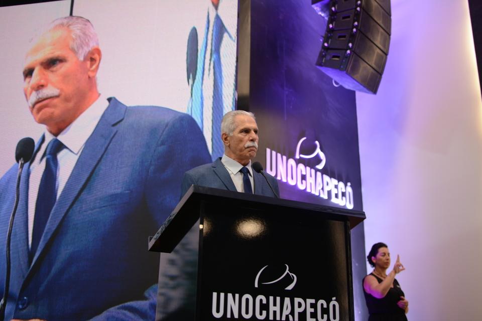 <p>A gestão que ficará à frente da Unochapecó nos próximos quatro anos, tomou posse na noite de terça-feira (04/02)</p>