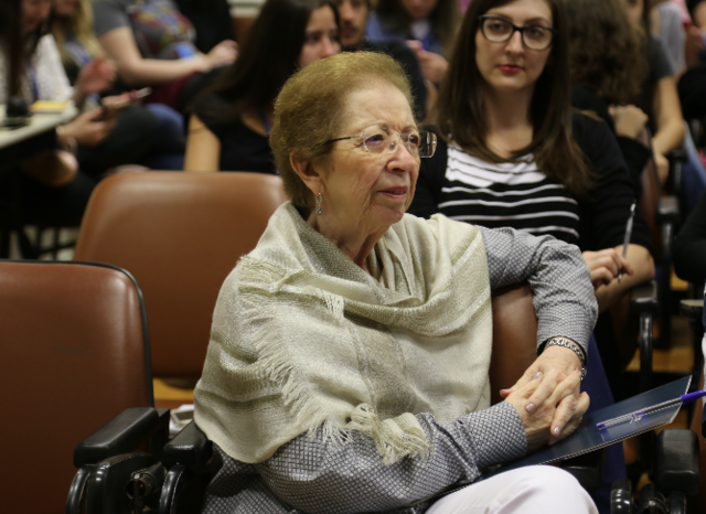A professora Tânia palestrou sobre as mudanças na sociedade e os impactos nas instituições de ensino superior