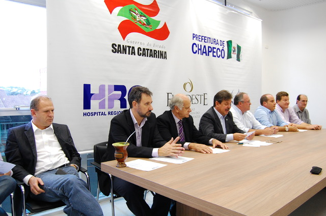 Unochapecó, Associação Hospitalar Lenoir Vargas Ferreira, Prefeitura de Chapecó e Governo do Estado apresentaram o novo modelo de gestão