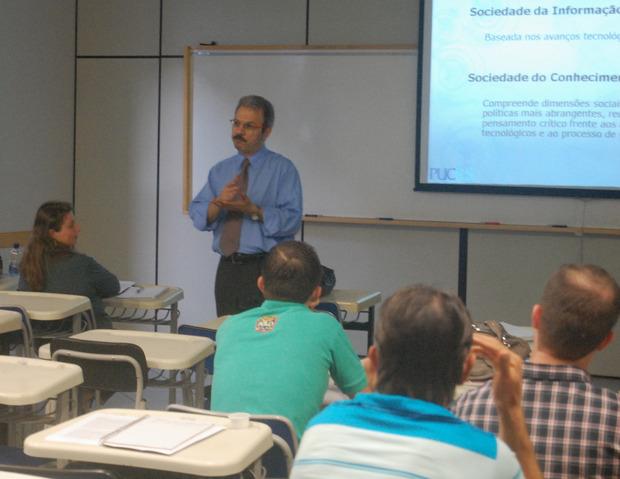 Pós-graduação da Unochapecó, em parceria com a Fapesc e UnC, recebe pró-reitor da PUC-RS