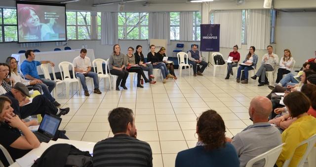 Atividade debate a Extensão Universitária da Unochapecó e o recadastramento dos programas e projetos permanentes