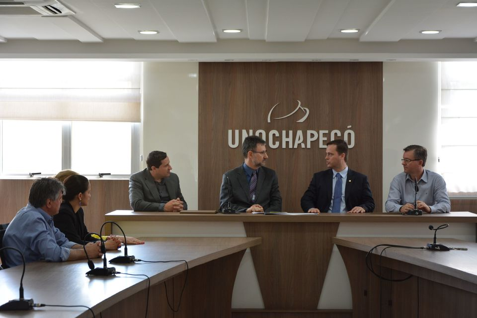 Unochapecó firma parceria com Escola do Ministério Público-SC