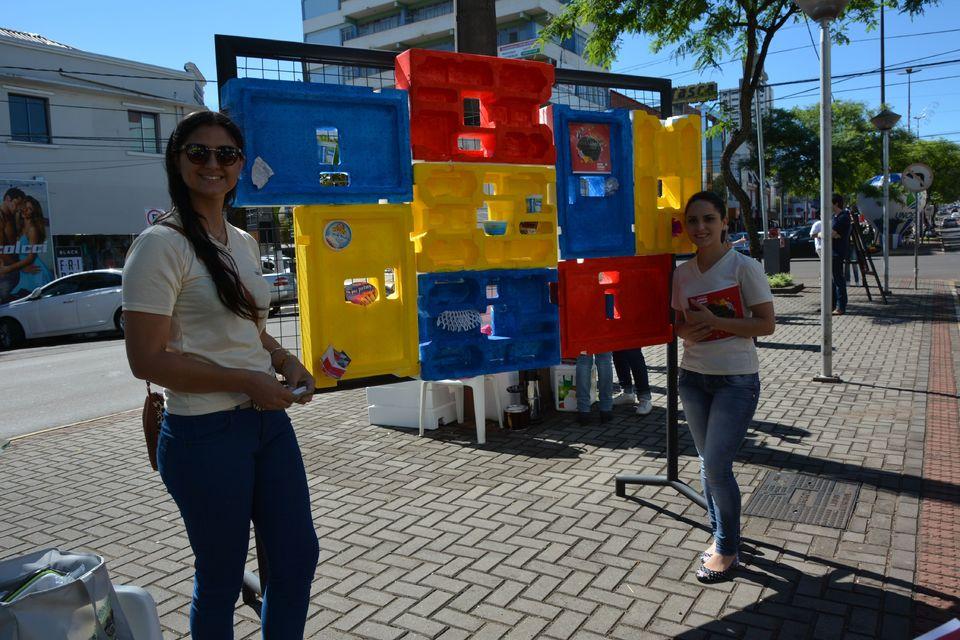 Artes visuais realiza intervenção artística no centro de Chapecó