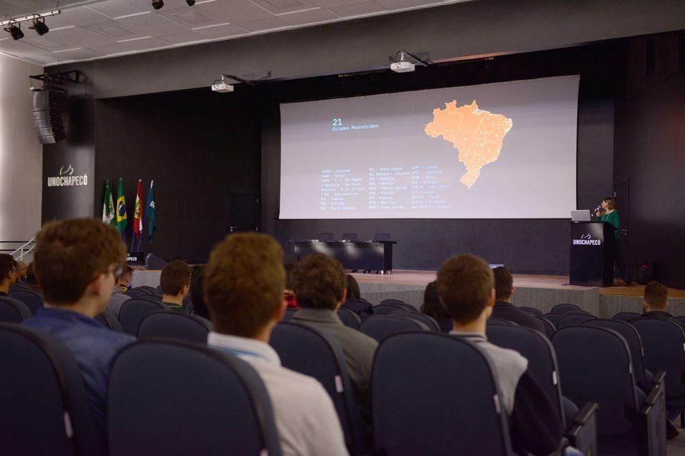 Projeto Hackatruck é apresentado para estudantes
