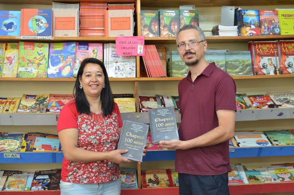 Ceom lança segunda edição do livro Chapecó 100 anos: histórias plurais