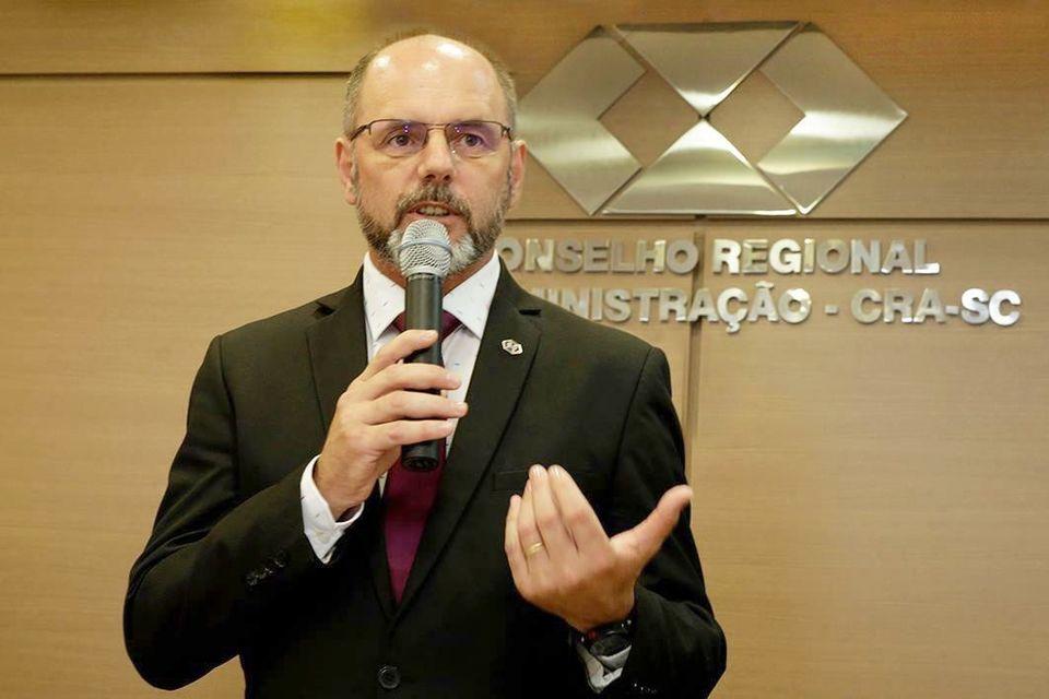 Professor da Unochapecó é o novo presidente do CRA-SC