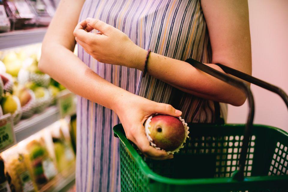 Confiança dos consumidores chapecoenses recua 8,3 pontos em março