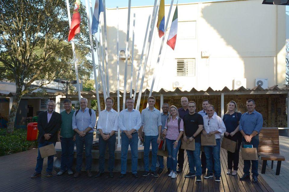 Comitiva da Acic participa de visita na Unochapecó