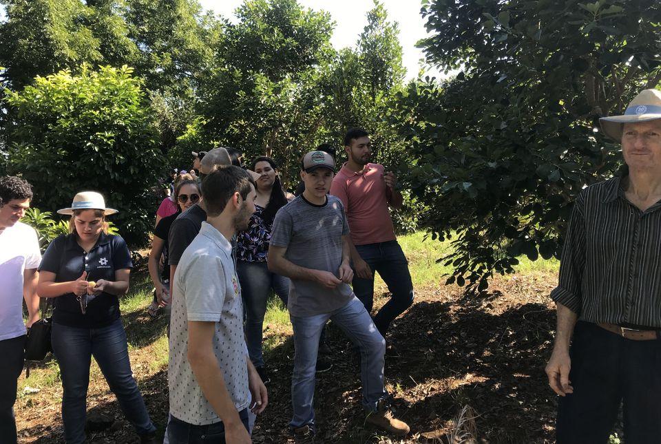 Curso de Agronomia visita propriedade no interior de Planalto Alegre
