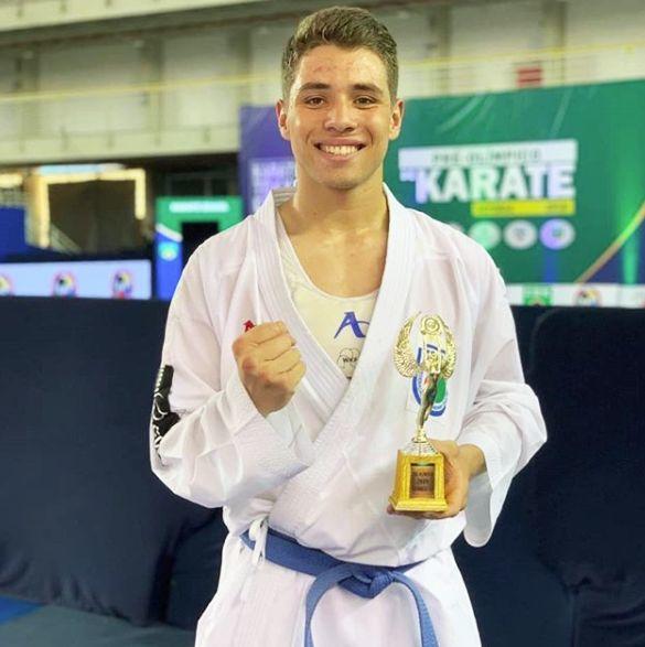 Atleta apoiado pela Unochapecó é o terceiro melhor Karateca do mundo