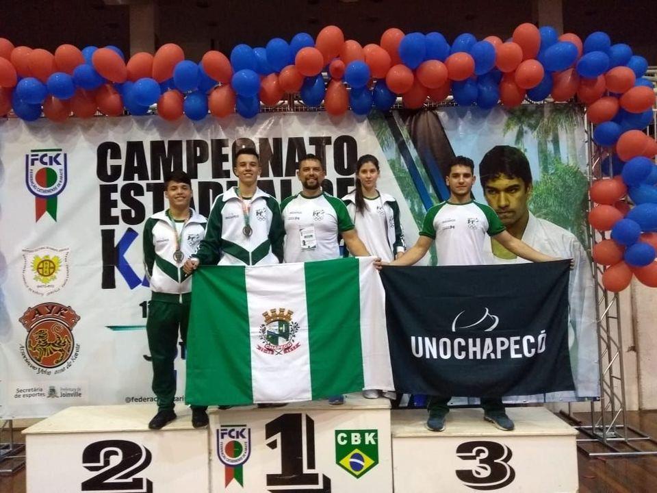 Karatecas conquistam três medalhas em competição