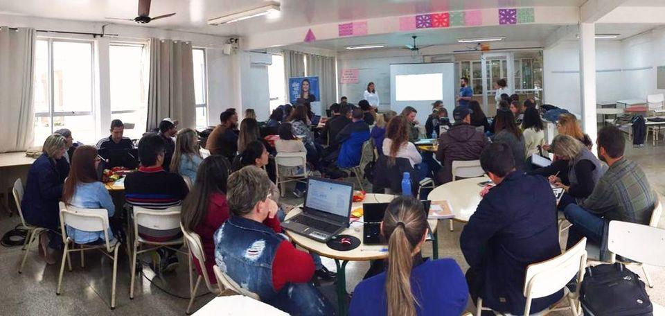 Administração desenvolve metodologias com professores da EEB Tancredo Neves