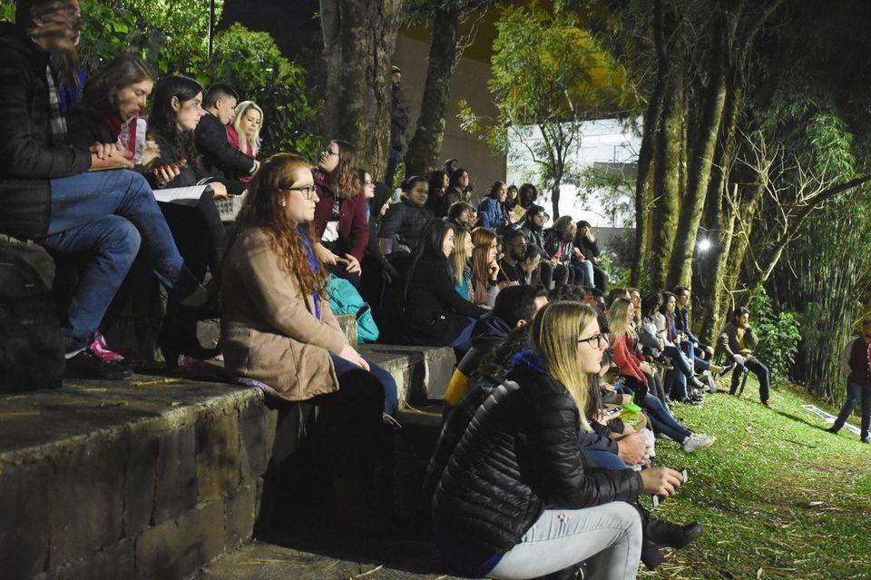 Centro Acadêmico de Jornalismo realiza a 5ª edição do Sarau no Bosque