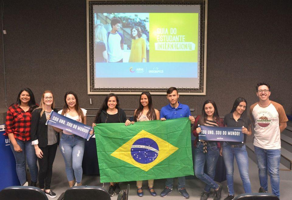 Unochapecó recebe intercambistas da Colômbia