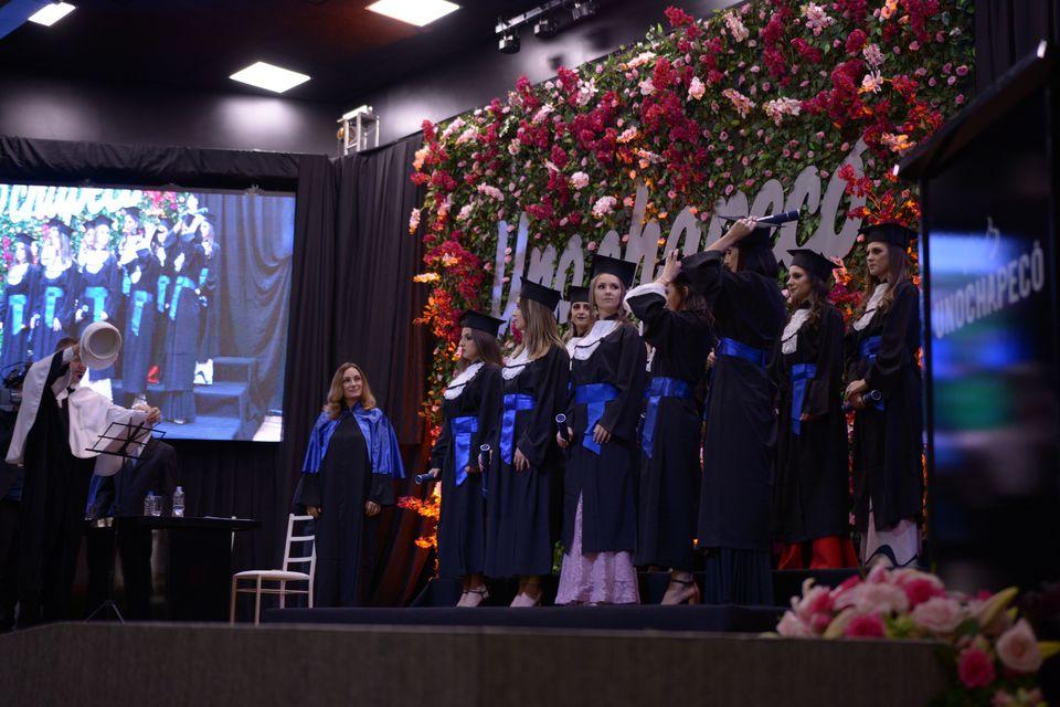 Estudantes de 37 cursos participam da Formatura Institucional da Unochapecó