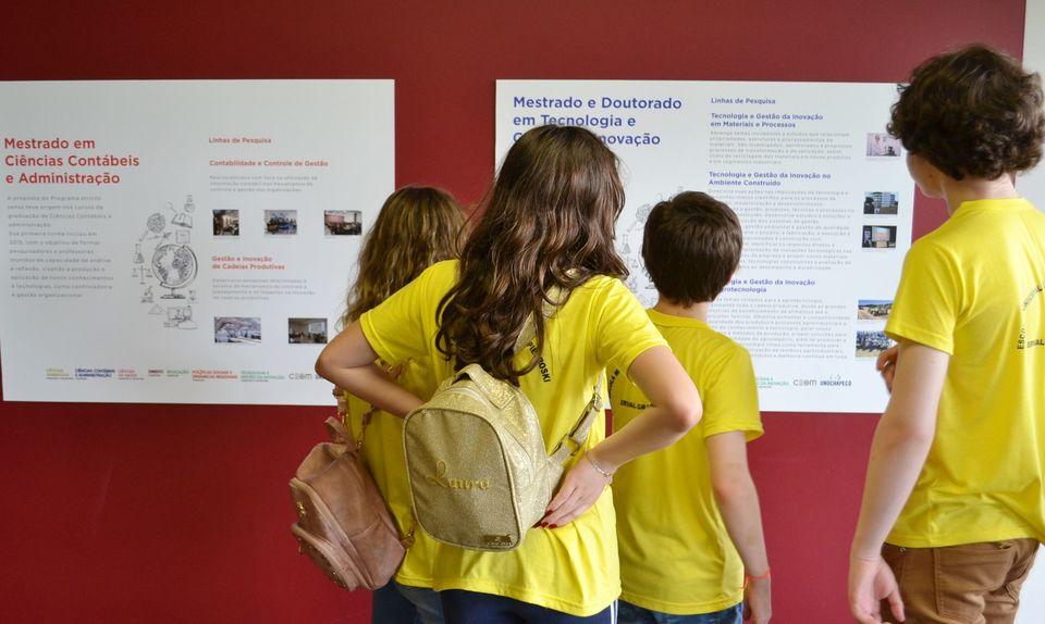 Exposição do Ceom aproxima alunos da região de pesquisas produzidas na Uno