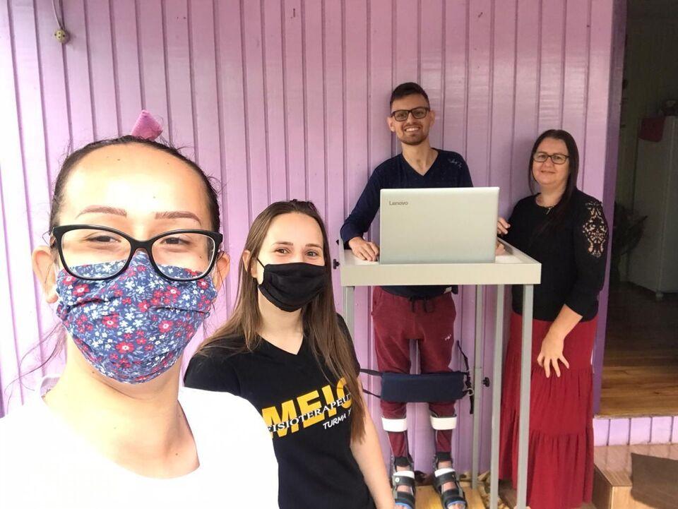 Estudantes desenvolvem ações fisioterapêuticas educativas em residências