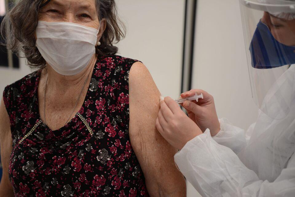 A tão esperada hora de tomar a vacina contra a Covid-19