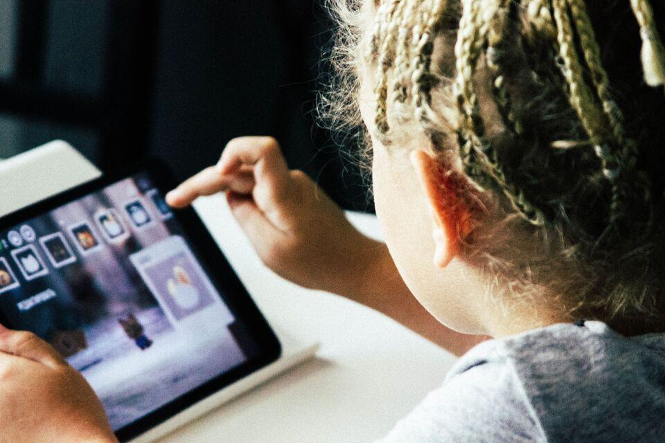 Estudantes da Uno configuram dois mil tablets utilizados nas escolas municipais