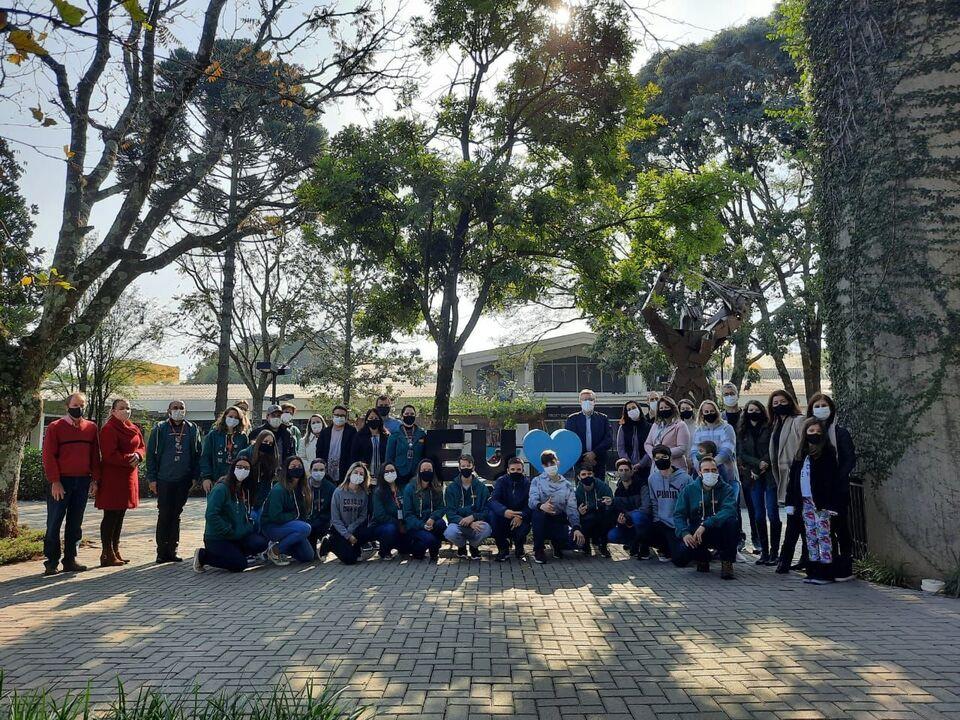 Colégio Uno recebe estudantes e familiares para integração e entrega de boletins