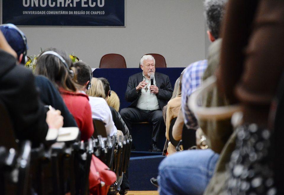 Relação entre tecnologia e homem é debatida em palestra com Don Ihde